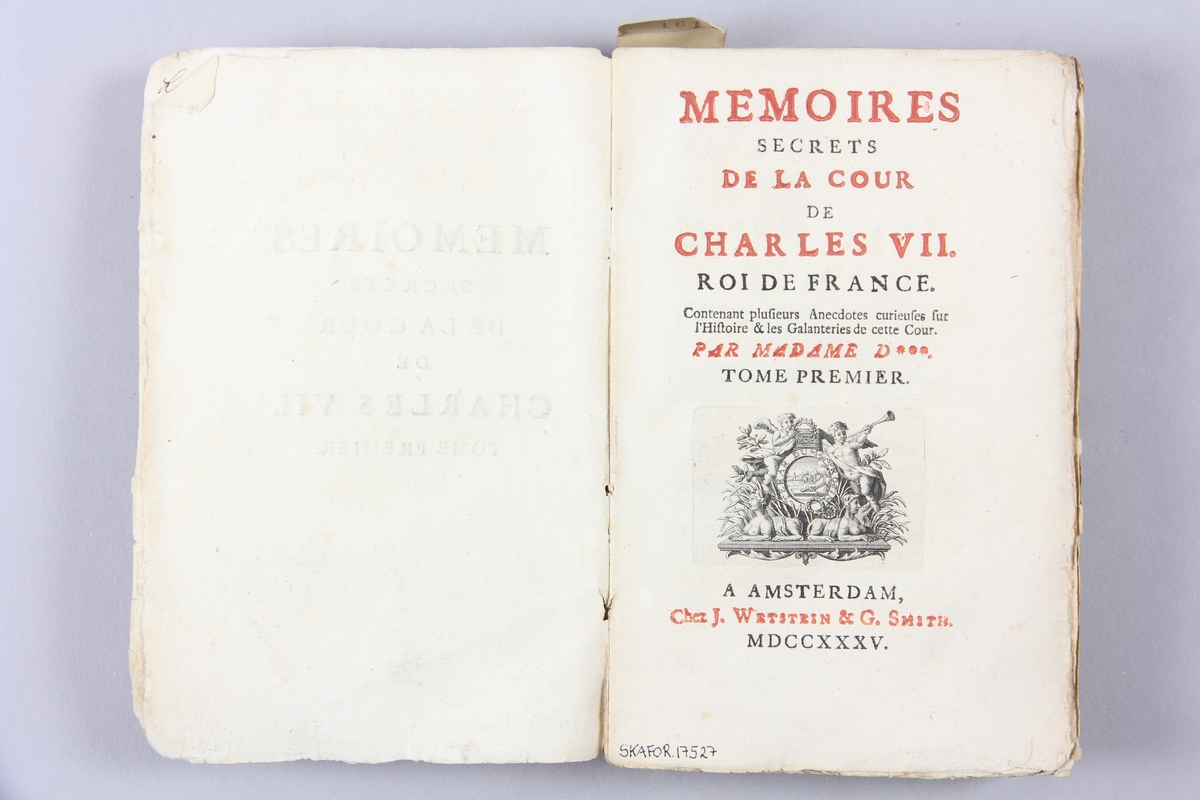 """Bok, pappband, """"Mémoires secrets da la cour de Charles VIl"""", del 1-2, tryckt 1735 i Amsterdam. Marmorerade pärmar, blekt rygg med påklistrade etiketter, delvis oläsliga. Oskuret snitt. Påskrift om inköpspris på pärmens insida."""