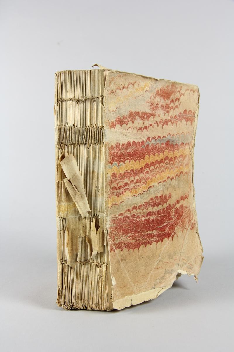 """Bok, häftad ,""""Aben Muslu, ou les vrais amis, histoire Turque"""", del 1-2, tryckt 1737 i Paris. Pärm av marmorerat papper, oskuret snitt. Skadad rygg. Anteckning om inköp på pärmens insida."""
