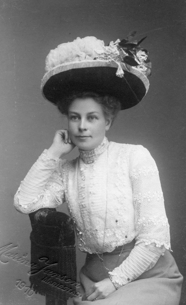 Fru Alma Sundvall, Köping 1876-1951 på sin 34- årsdag.