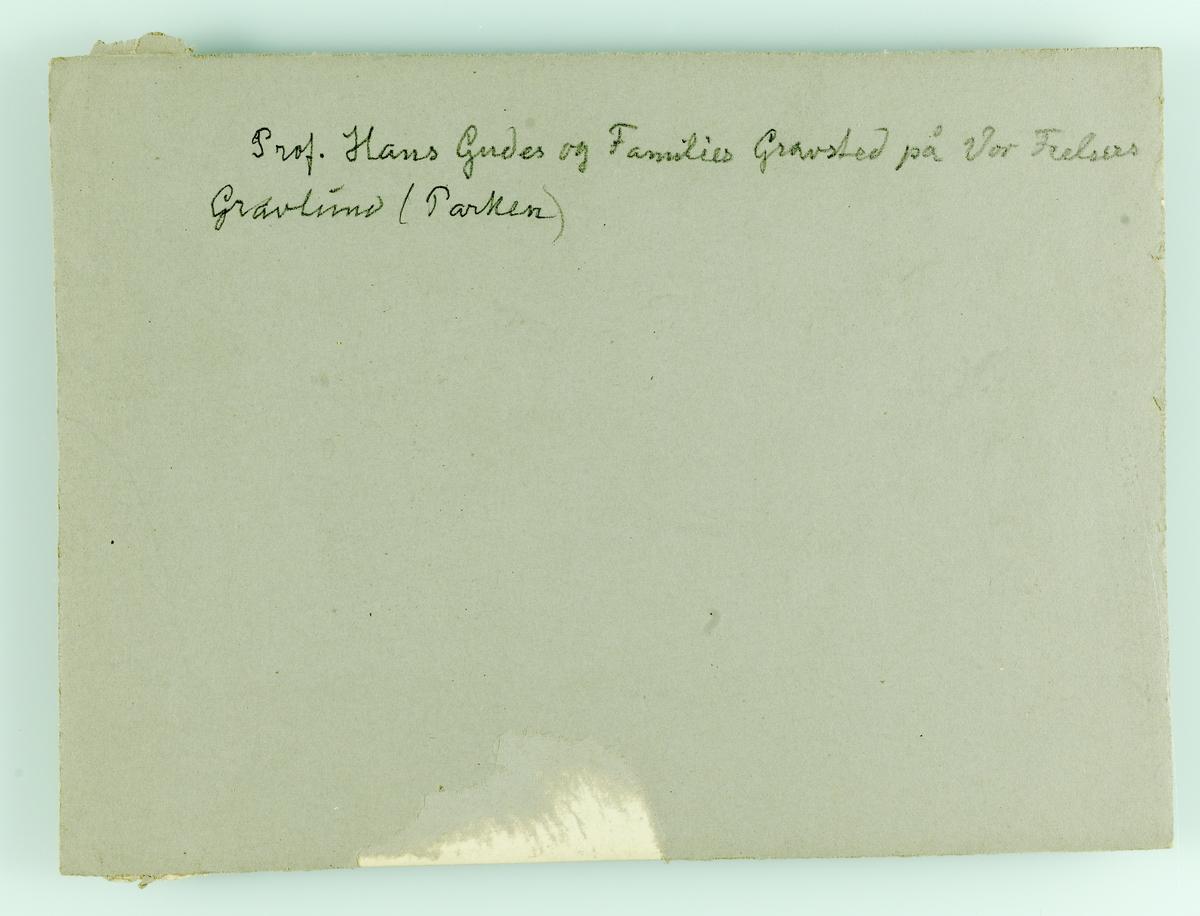Hans Fredrik Gude og familiens gravsted på Vår Frelses Gravlund.