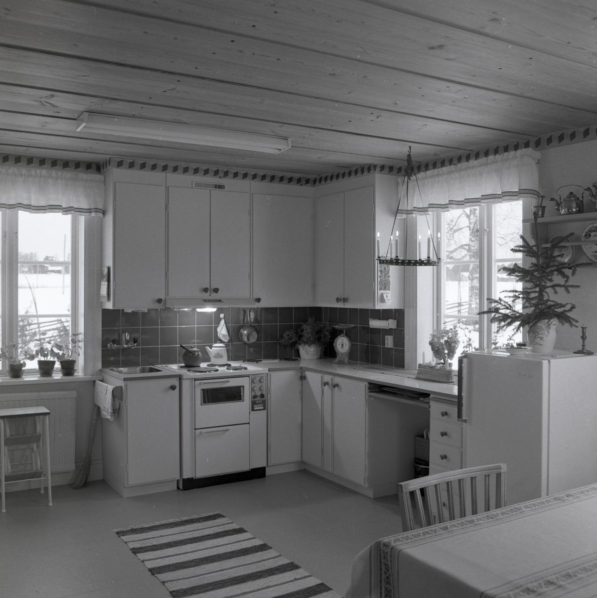 Köket i bostadshuset på gården Sunnanåker, januari 1970.