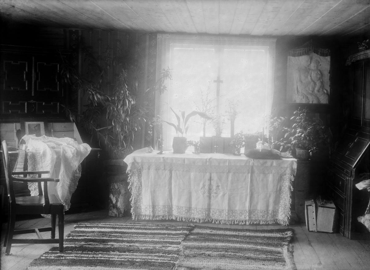 Stue hos Mathea Baadstø forberedt til katolsk messe