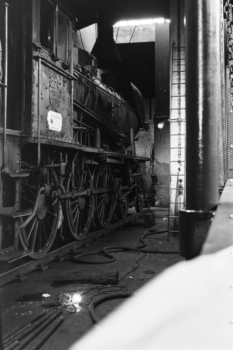 Damplokomotiv type 30a nr. 276 i lokomotivstallen på Krossen ved Kristiansand.