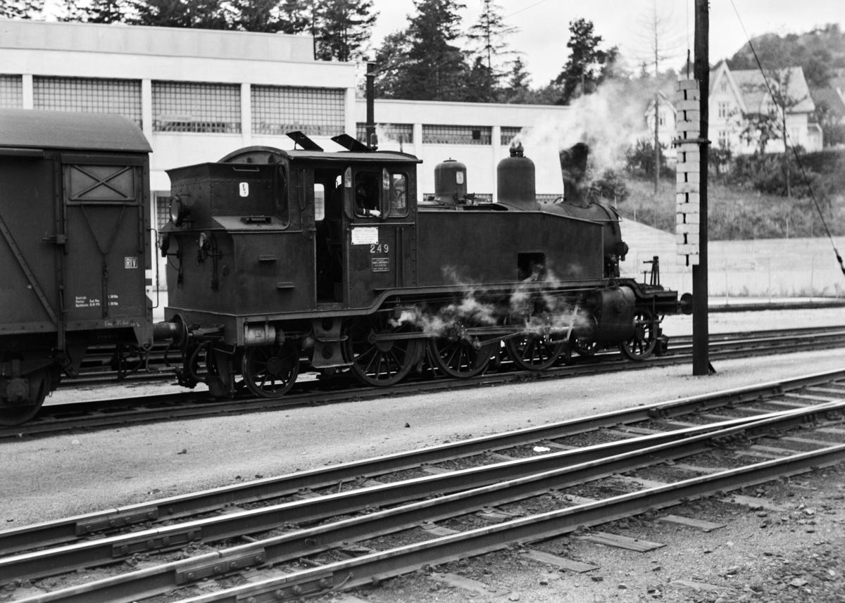 Damplokomotiv type 20b nr. 249 i skiftetjeneste på Kristiansand stasjon.