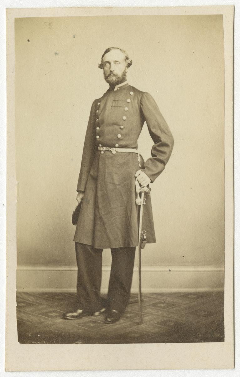 Porträtt av greve Malcolm Walter Hamilton, major vid Västgöta regemente I 6. Se även bild AMA.0006734.