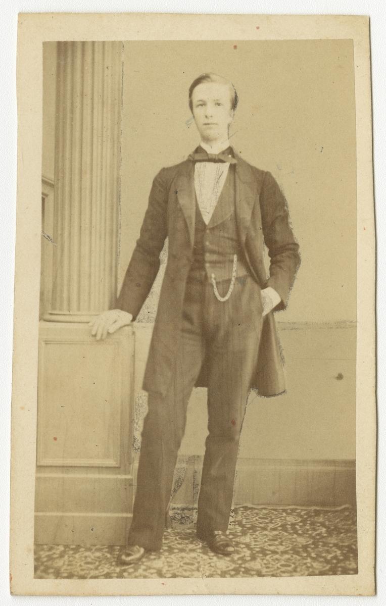 Porträtt av Ernst Adolf Herman Tham, officer vid Västgöta regemente I 6.