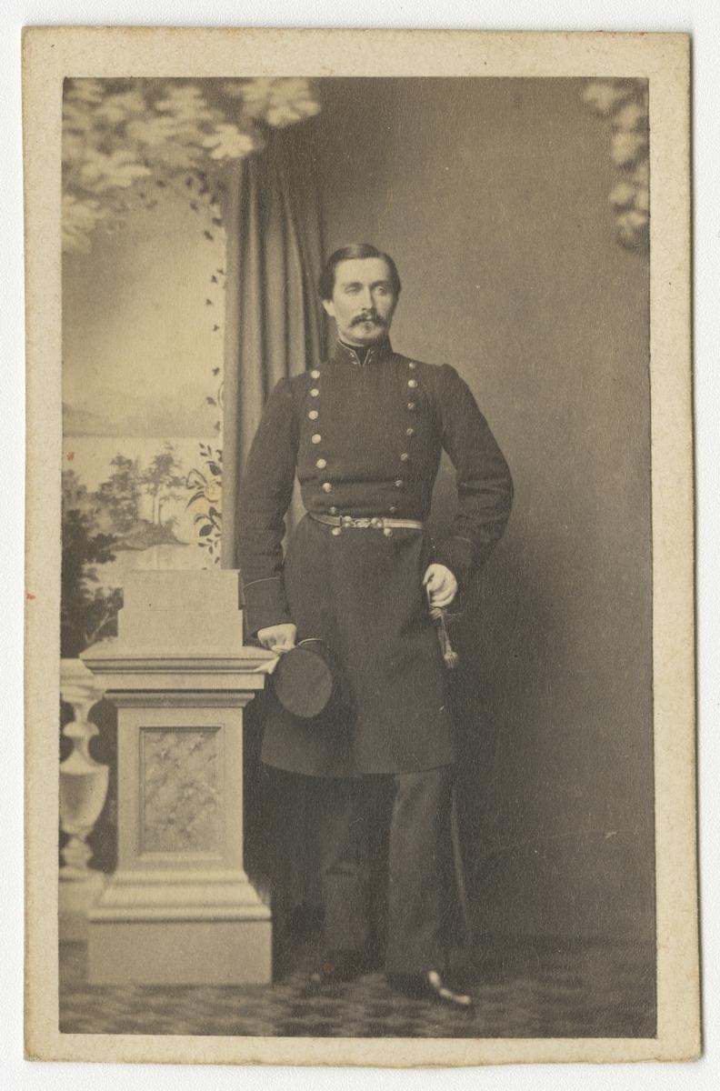 Porträtt av Per Salomon Mannerstedt, löjtnant vid Jönköpings regemente I 12. Se även bild AMA.0008070 och AMA.0008089.
