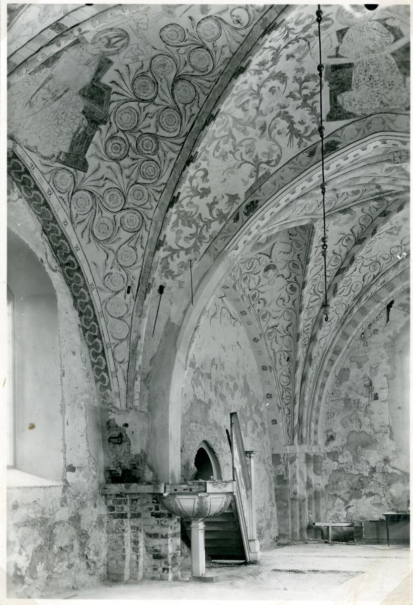 """Björksta sn, kyrkan.  Kalkmålningar föreställande kyrkofäderna, i Björksta kyrka. Målningarna är utfärda av """"Roslsagsmästaren"""" c:a 1470."""