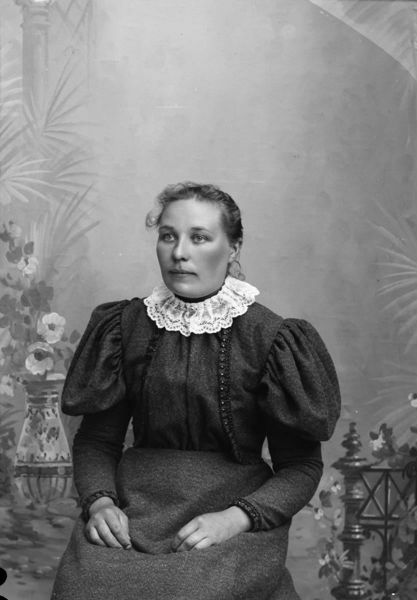 Portrett av kvinne, Oline Øien.