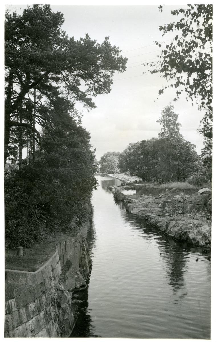 Hallstahammar sn, kanalparti från Strömsholms kanal.