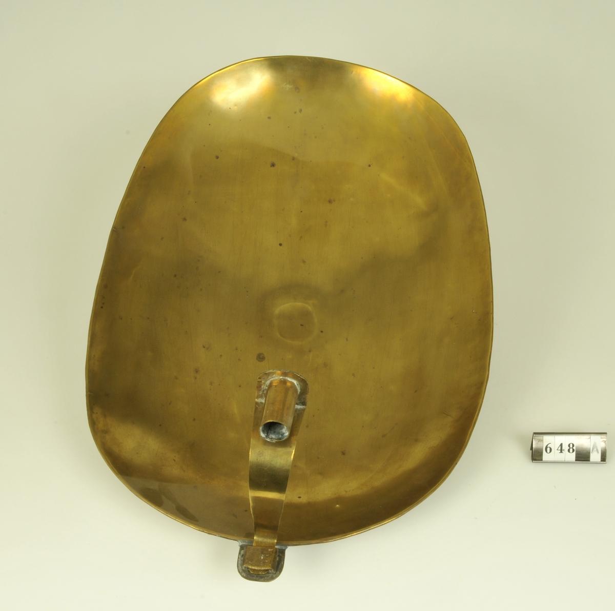 Släta, kupiga.  Har tillhört Jonas Alströmer 1685-1761.