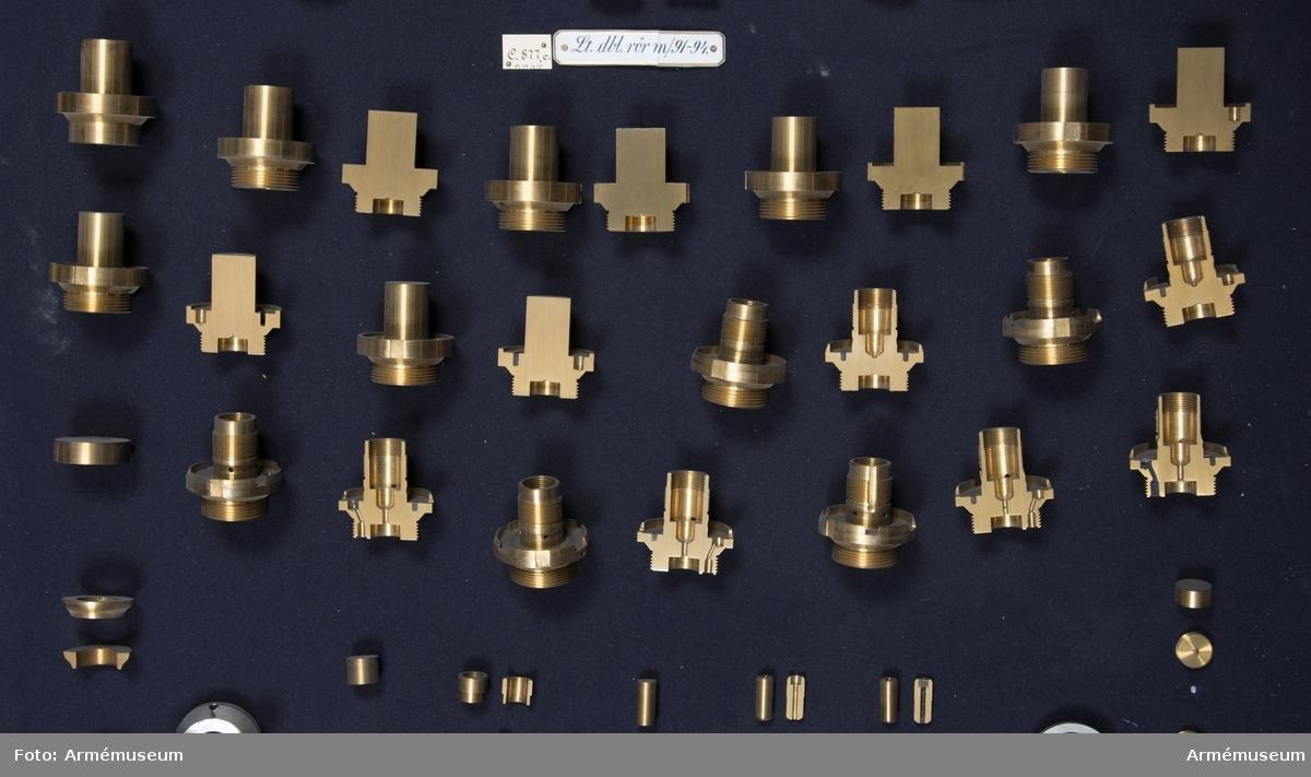 Grupp F II.  Framställt i olika tillverkningsstadier (107 delar).