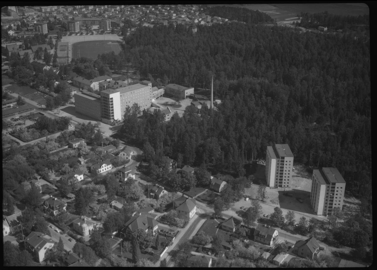Flygfoto över Köpings lasarett, stadsdelen Hushagen i Köping.