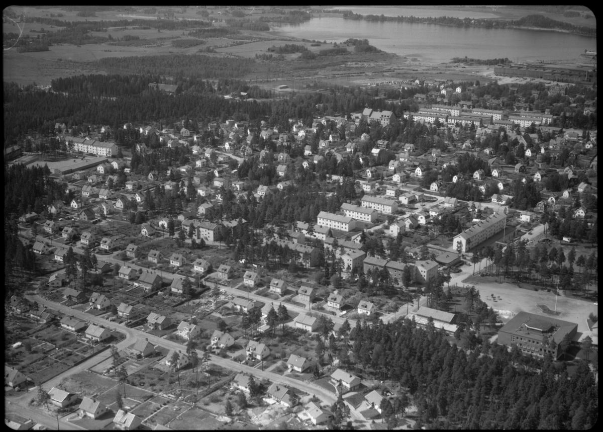 Flygfoto över Surahammar. Tagen 1965 av AB Flygtrafik Dals Långed.