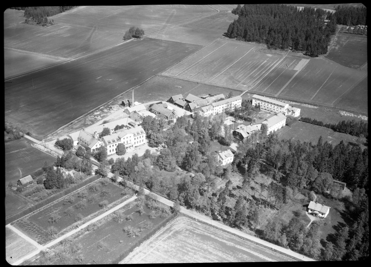 Flygfoto över Tärna Folkhögskola, Tärna. Tagen av AB Flygtrafik Dals Långed.