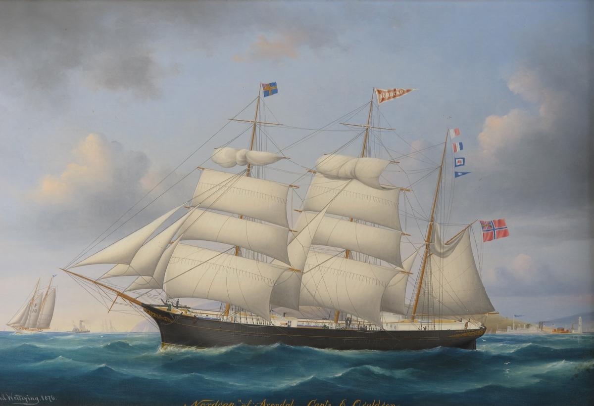 """Bark """"Nordcap"""" af Arendal. Lett redusert seilføring, kurs mot venstre, norsk unionsflagg  under gaffelen, svensk ditto på formasten.  På stormasten rød vimpel med hvite kanter og navnet i hvitt."""