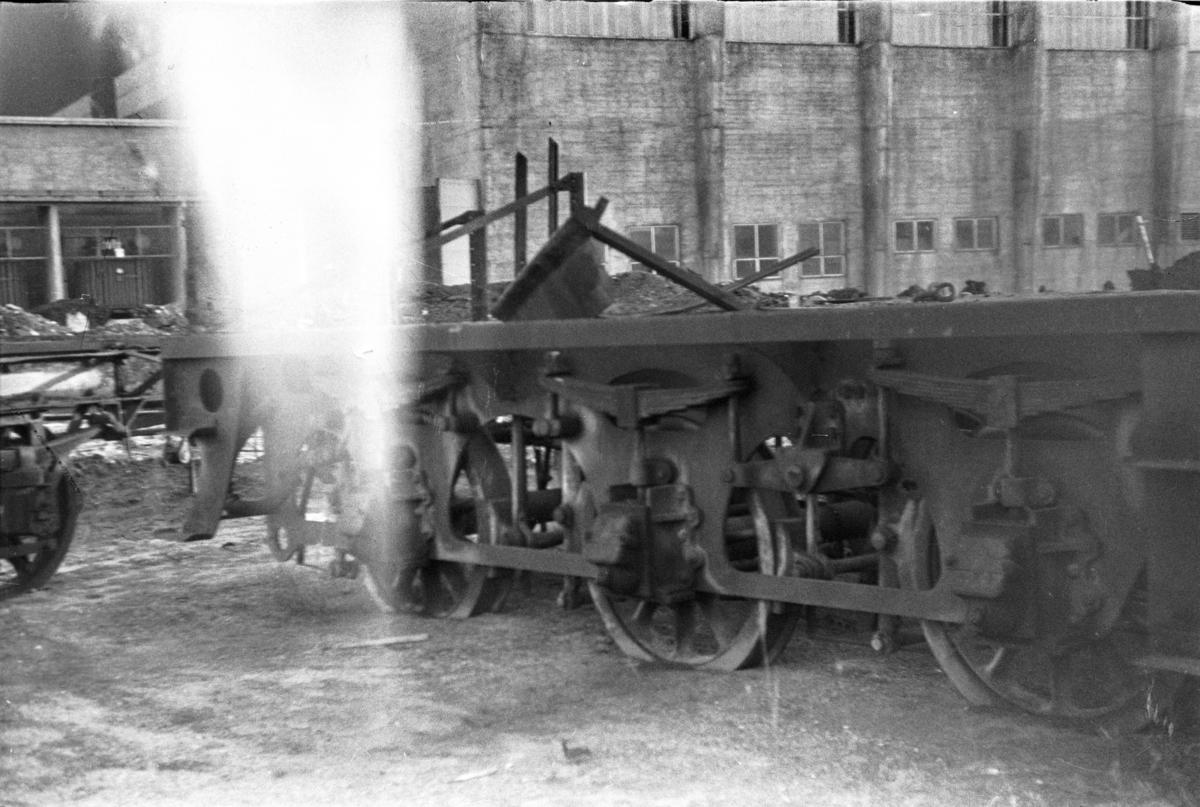 Restene av en tender fra utrangert damplokomotiv type 21.