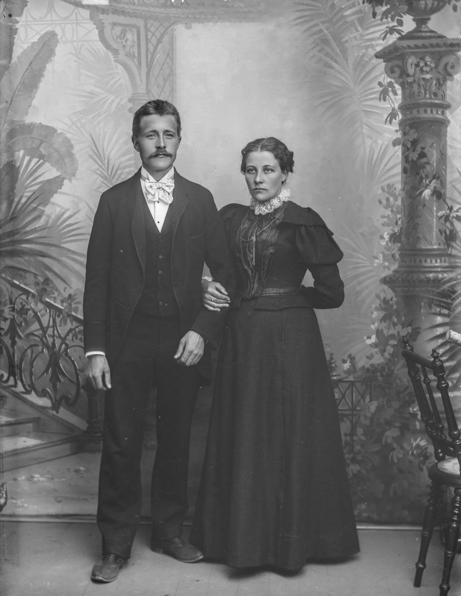 Ekteparet Ole og Rønnaug Resset (Reset) frå Sjoa. Paret emigrerte til Amerika tidlig på 1900-tallet.