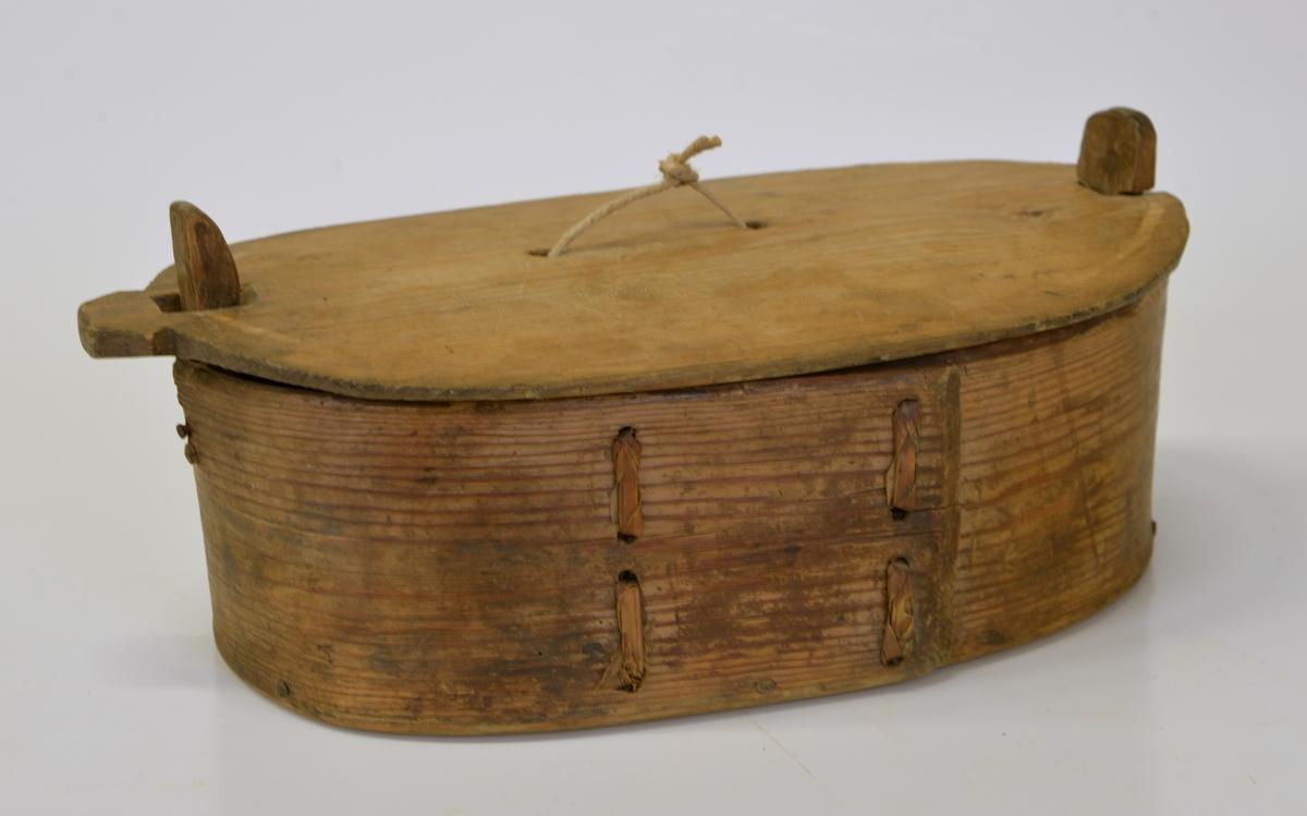 Svept träask som troligen använts för att vid försäljning från producenten packa ägg i hackelse.