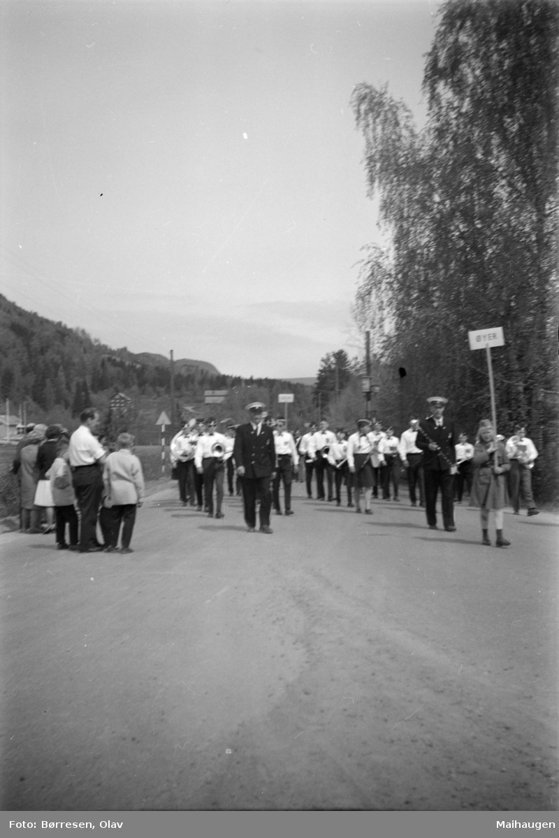 Musikkstevne - Øyer musikkforening i spissen, på ukjent sted