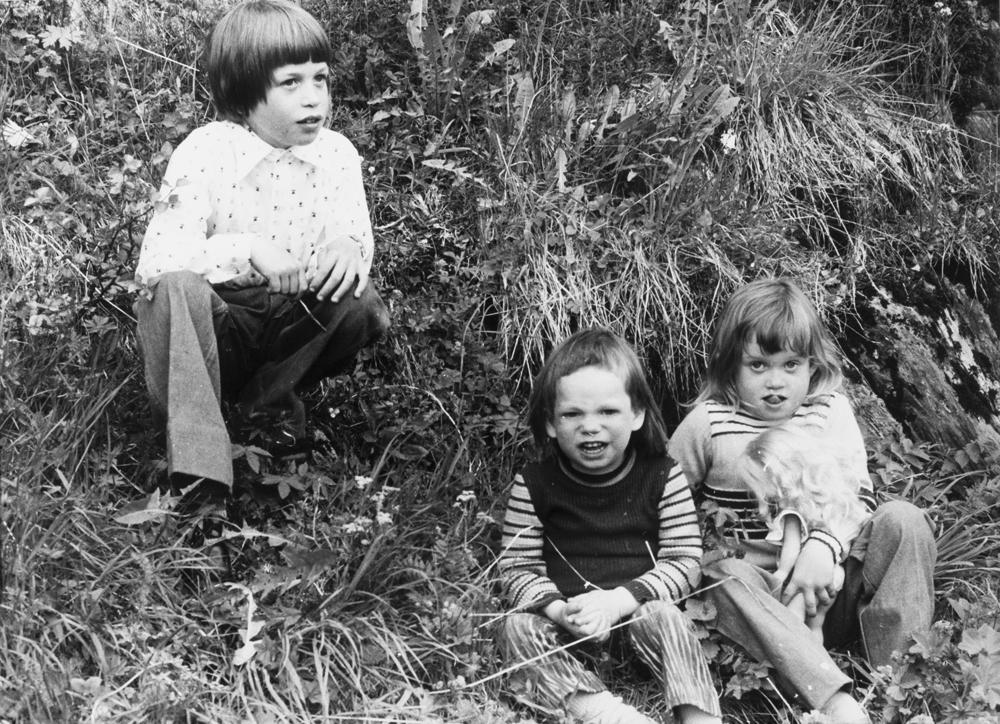 """Ungdomslaget """"Prøven"""" på tur til Bærøyvågen. Her søskenflokken Pedersen; Wiggo Johan Pedersen, Laila-Elise Sandnes Pedersen og yngstemann Terje Aspnes Pedersen."""