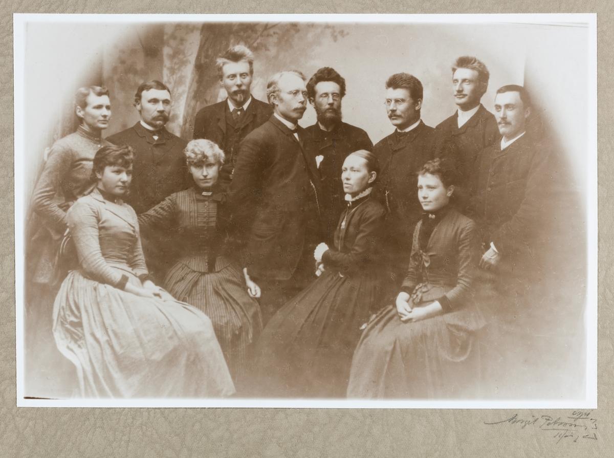 Gruppebilder - Middelskolens lærerpersonale 1885-87