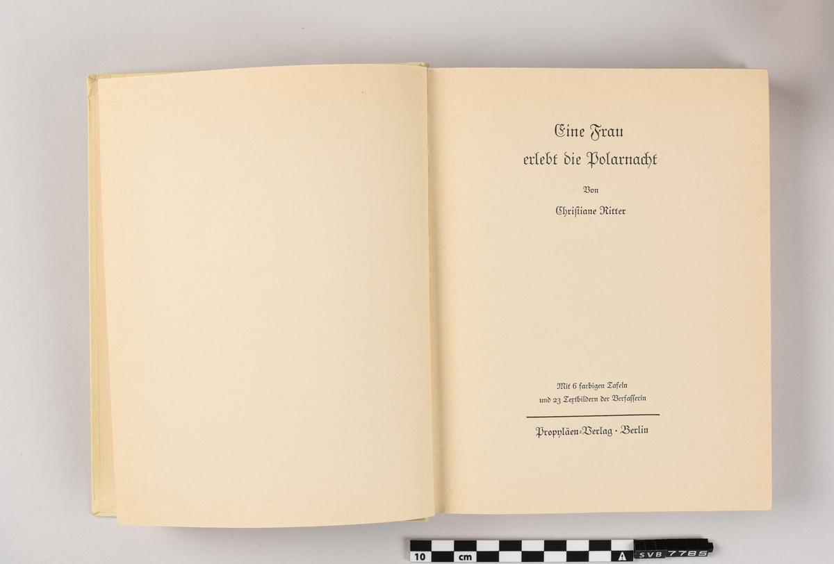 Innbundet bok med stivt omslag av papp. Det er trykt tekst og et mønster på bokryggen. På framsiden er det en trykt illustrasjon av en fugl. Boka inneholder 97 sider med trykt tekst, 6 akvareller, 23 svart-hvitt tegninger og et kart. På side 24 er det håndskrevne notater med blyant. Bokryggen er skadet i øvre delen og løsner fra pappomslaget. Det er to papirark av forskjellig størrelse som ser ut som å være rester av papiromslaget. Det ene kan være framsiden med trykt illustrasjon, boktittel og forfatter. Det andre arket er avlang og smal og kan ha vært en del av framsiden som brettes rundt pappomslaget for å ligge på innsiden av boken. Det er trykt tekst på den i kursiv skrift og teksten avslutter midt i en setning.