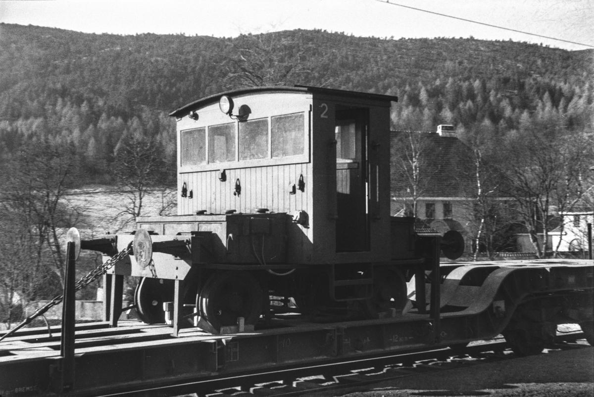 Skiftetraktor litra Ska 205 nr. 2 opplastet på godsvogn