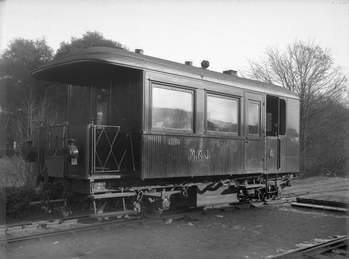 MÅJ AC 1. Ångvagnen tillverkades av Waggonfabriken i Arlöv. Den hade panna och maskineri från den franska firman Purrey i Bourdeaux.