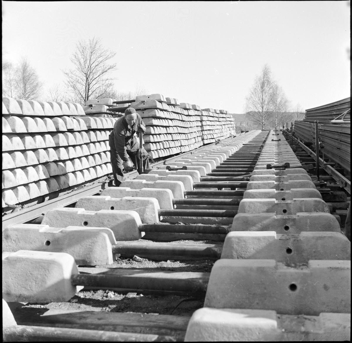 Arbete med betongslipers, Gripenberg.