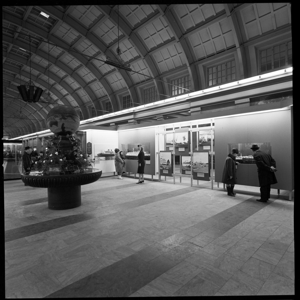 Danske Statsbaner (DSB) uställning i väntsalen Stockholm Central.