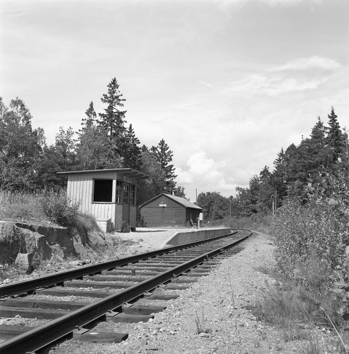 Sedan järnvägen mellan Skärblacka och Finspång, 1962-07-22, byggts om till normalspårig ändrades stationen i Ljusfors till Hållplats.