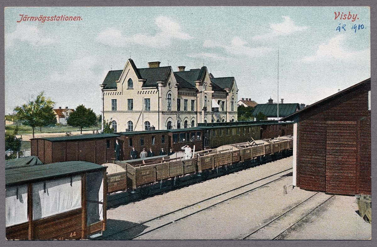 Visby station med Gotlands Järnväg, GJ NC 44, närmast i bild. Denna benämns sommarvagn.