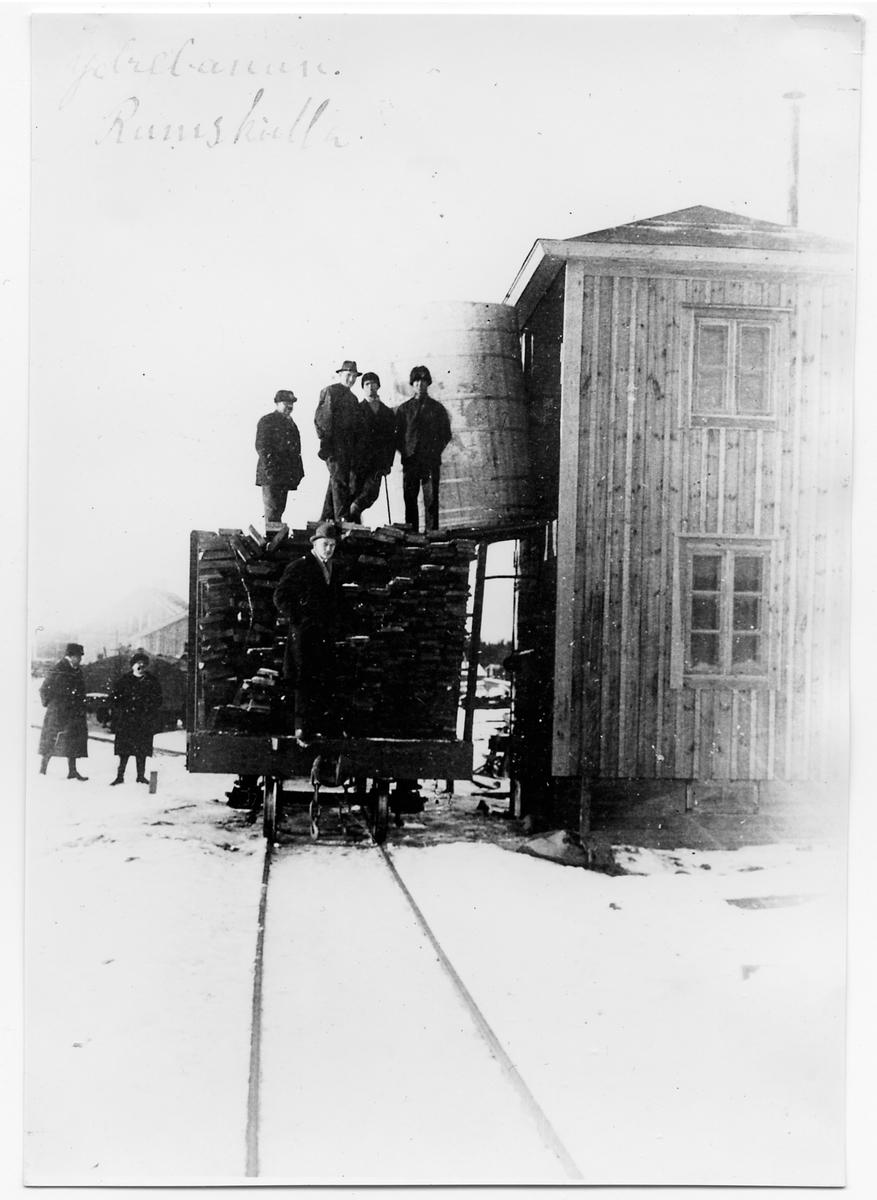 Personalen vid vattentornet under pågående byggarbete i Rumskulla.