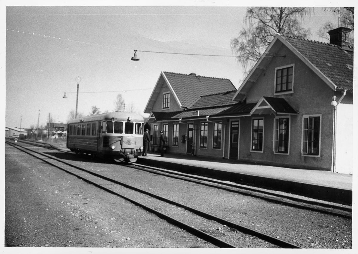 Statens Järnvägar, SJ Yp 881 vid Braås station.