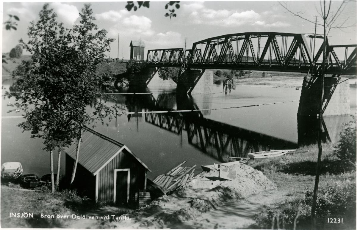 Bron över Dalälven vid Tunsta. Station anlagd 1914. Tvåvånings stationshus i trä . SDJ , Södra Dalarnes Järnväg