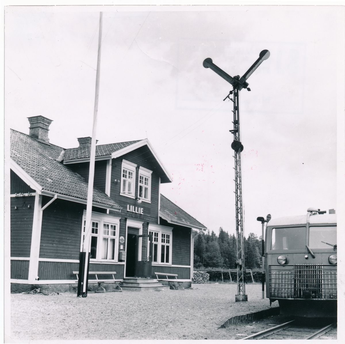 Norra Östergötlands Järnväg, NÖJ  Östergötland Lillie station.  T.Ö.J.  Lilie Juni 1950