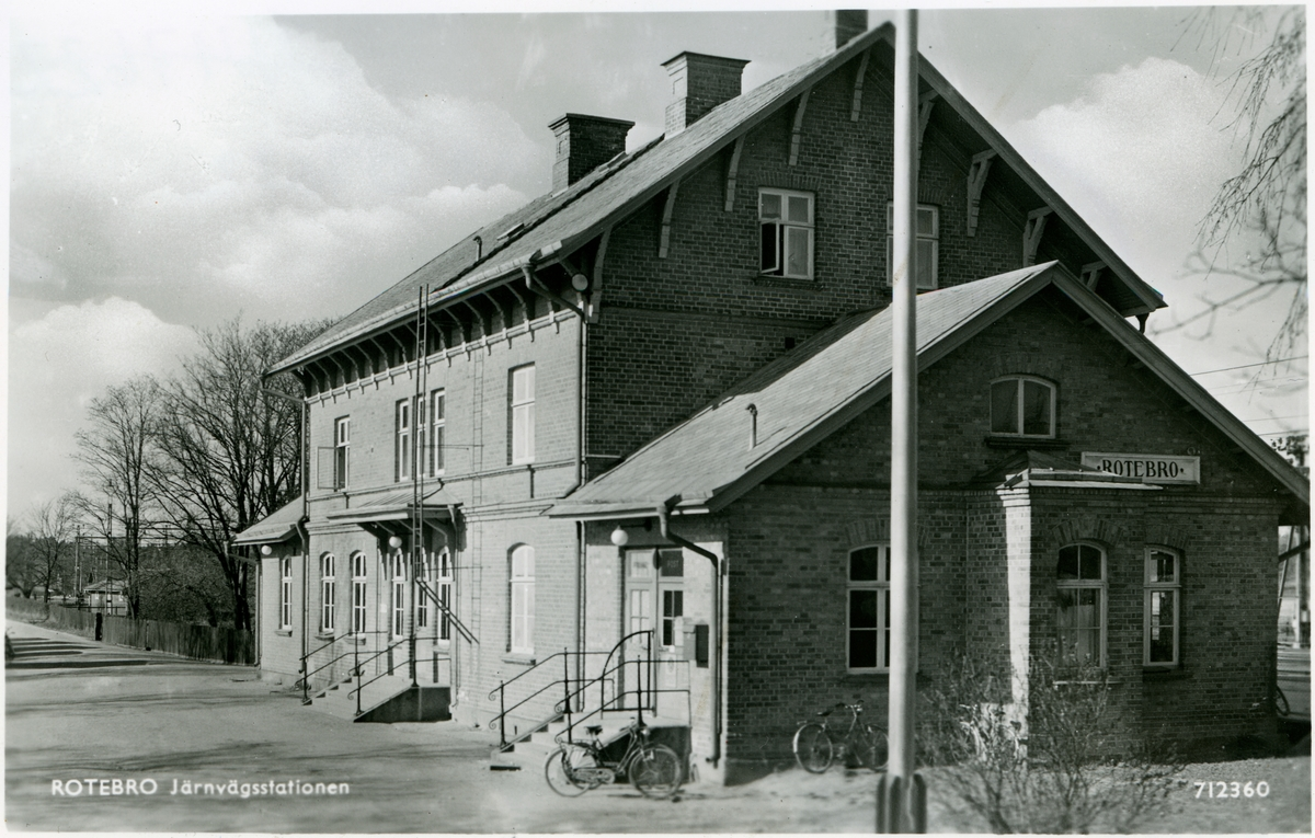 Rotebros järnvägsstation.