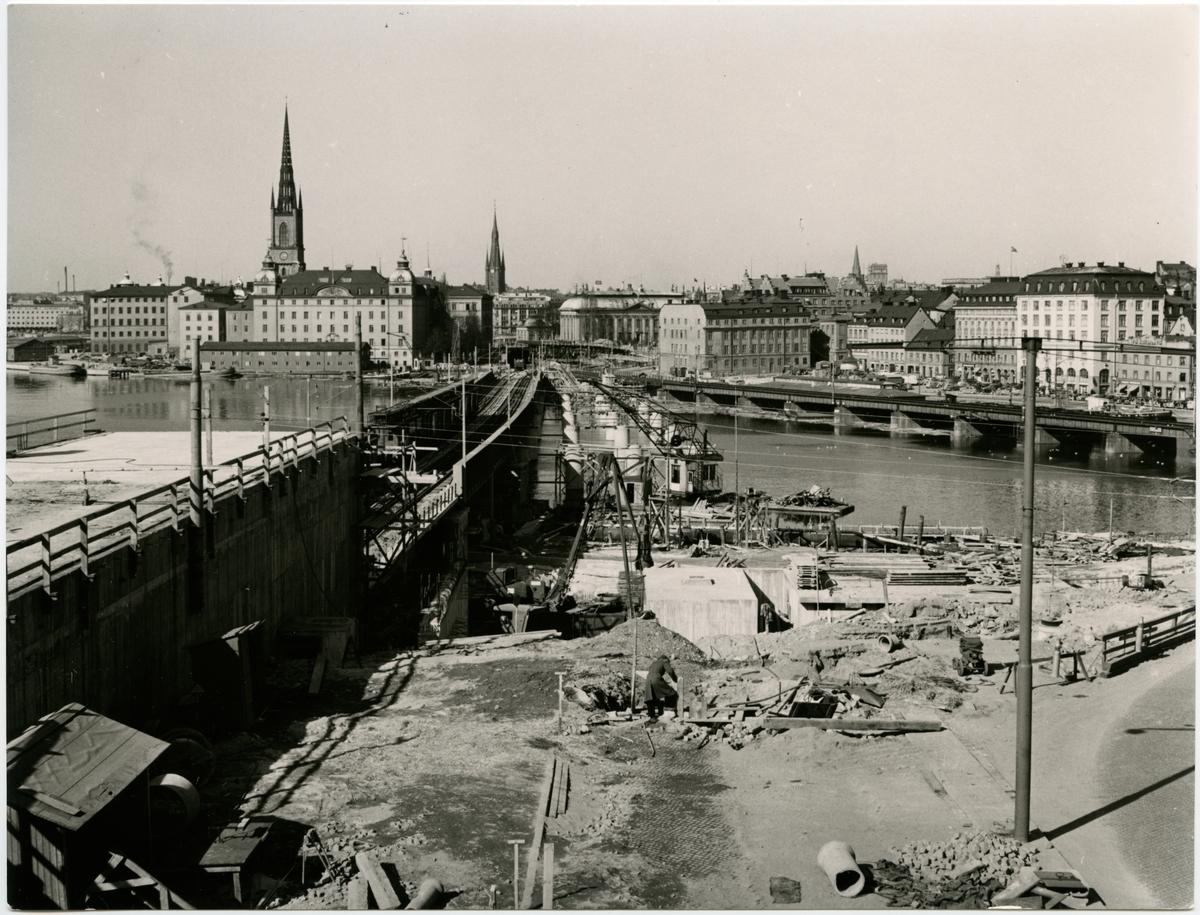 Bro- och spårarbeten på linjen mellan Stockholm C och Stockholm S.