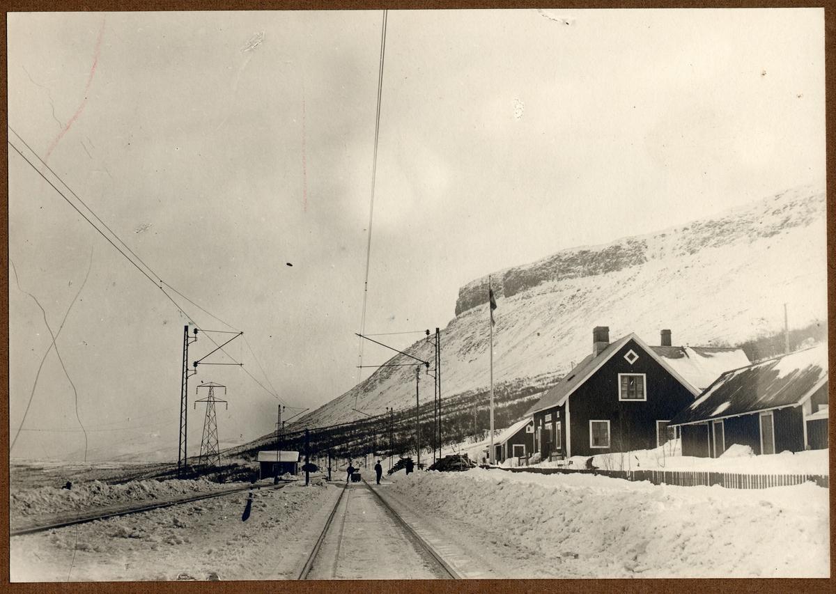 Kaisepakte. Trafikplats anlagd 1902. Järnvägen elektrifierades 1915.