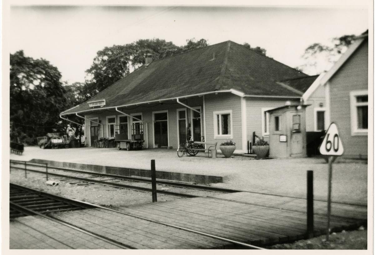 Upplands Väsby station midsommarafton 1961.