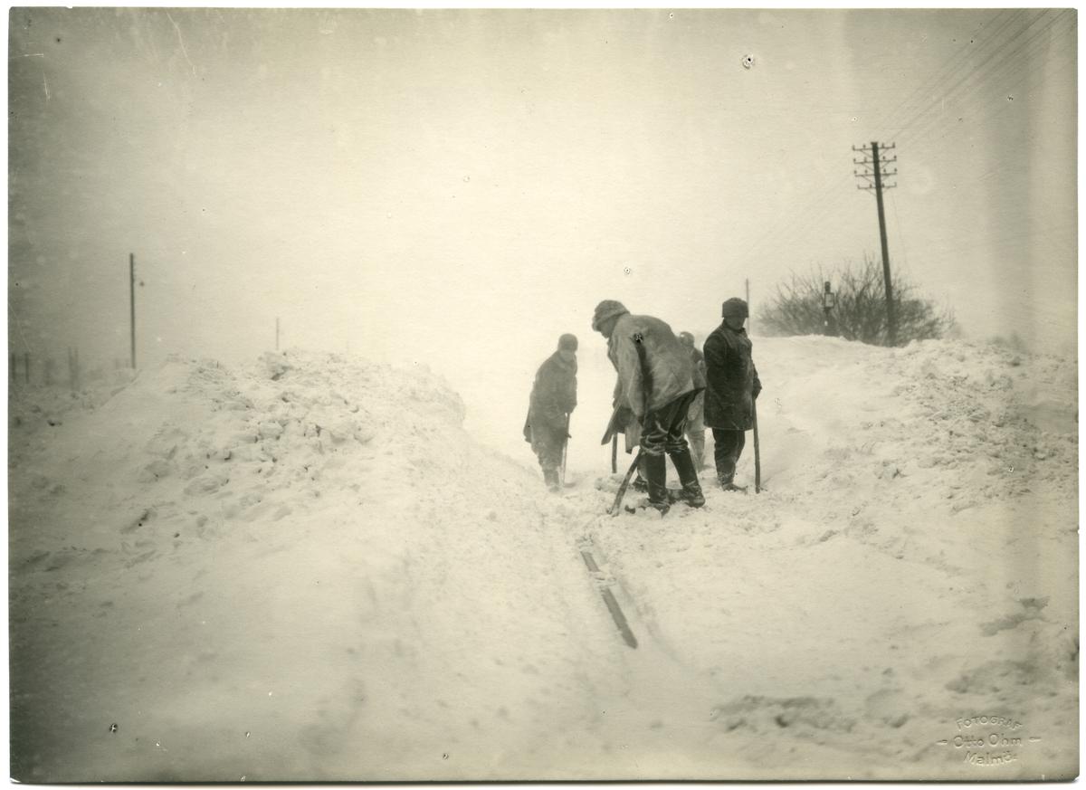 Snöskottning i Stångby år 1926.