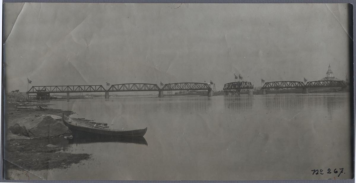 Bron över Torne älv.