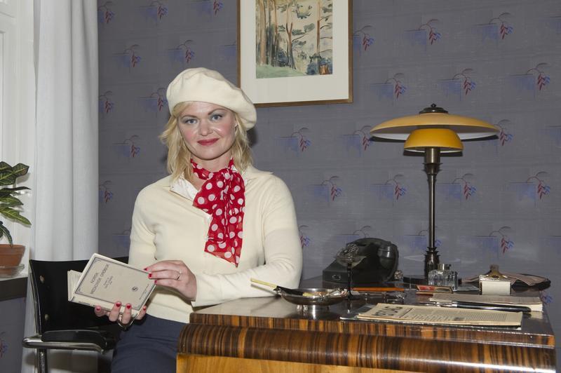«Evelyn Berg» ved sitt skrivebord.