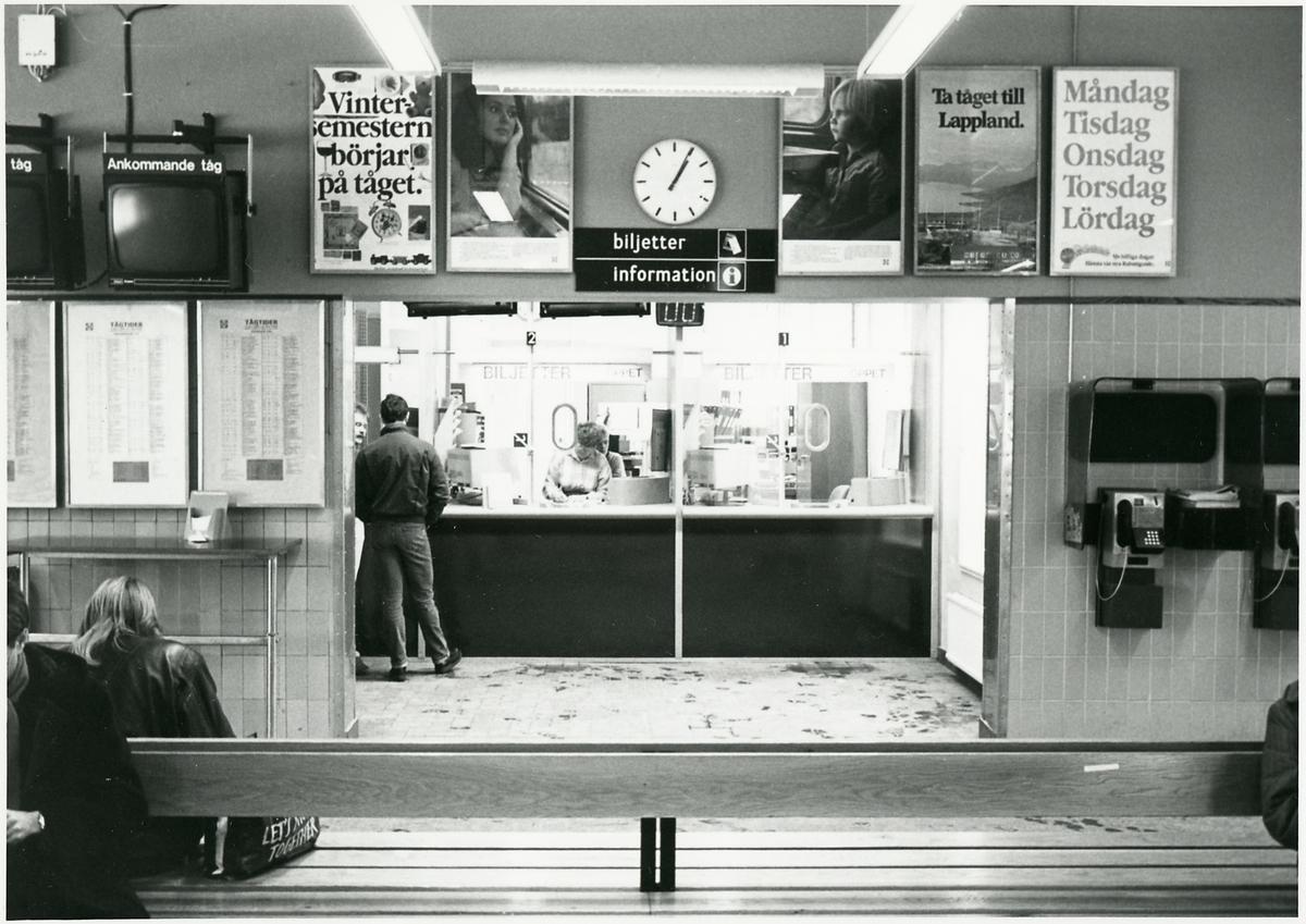 Väntsaeln och biljettexpeditionen på Nässjö station.