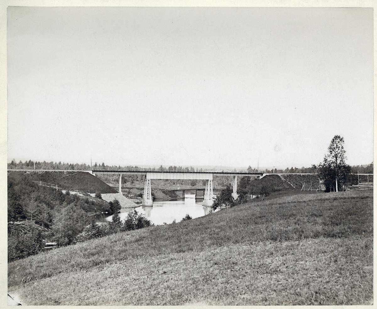 Bro över Jädraån i Järbo på linjen mellan Storvik och Ockelbo.