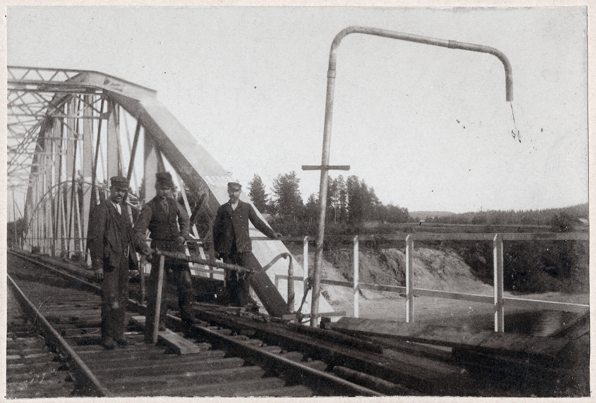 Pumpanläggning på bro i Ume älv.