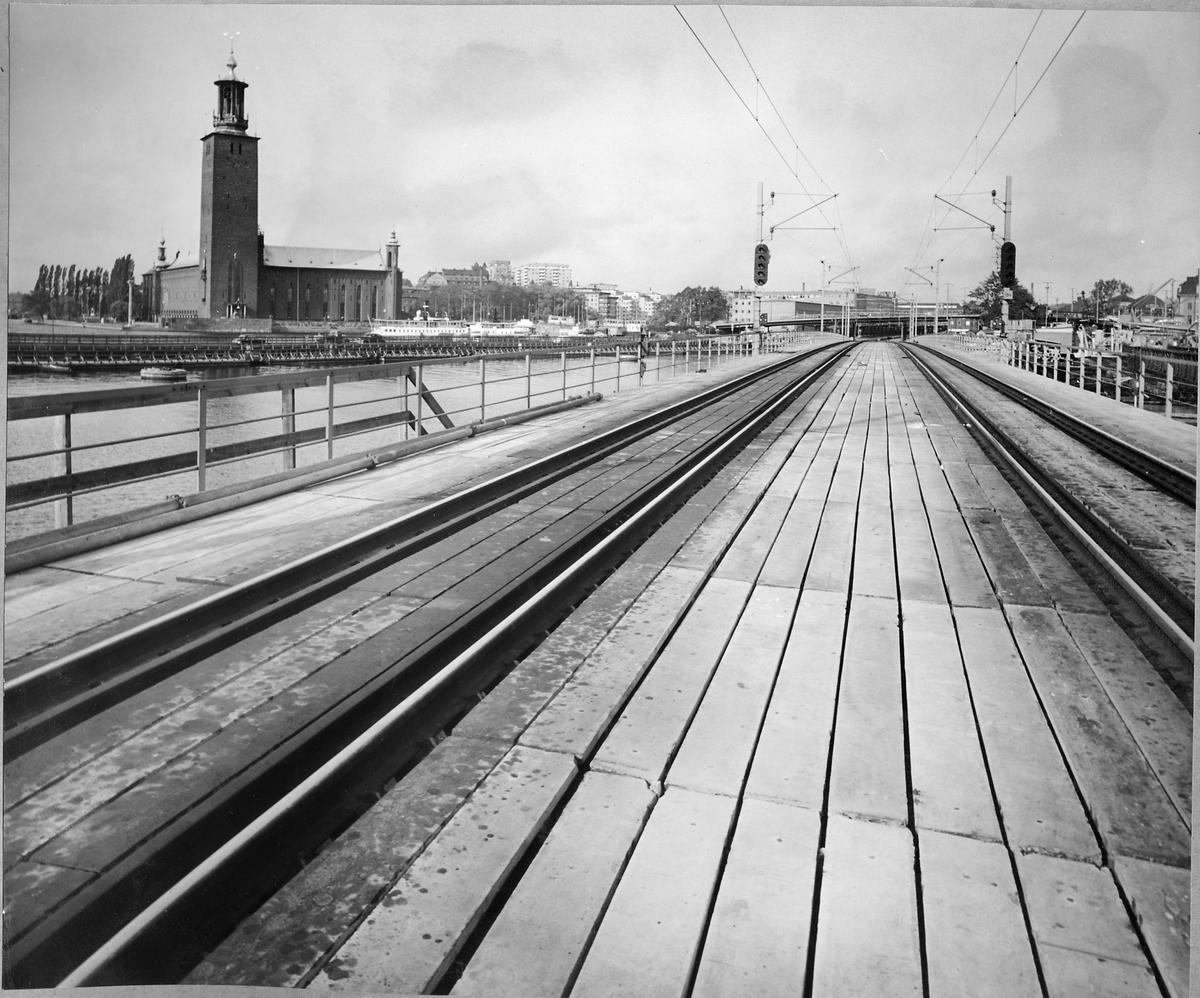 Järnvägsbron över Norrström, på sträckan mellan Stockholm centralstation och Riddarholmen.