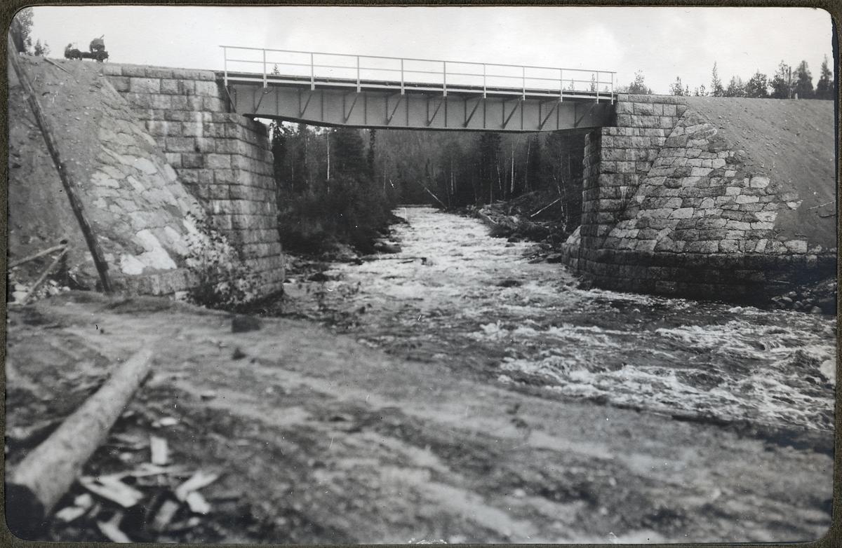 Den färdiga bron över Hjuksån.