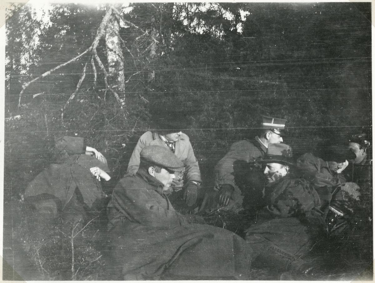 Bombningen vid Svartälvs Järnväg. Mellan flyganfallen.